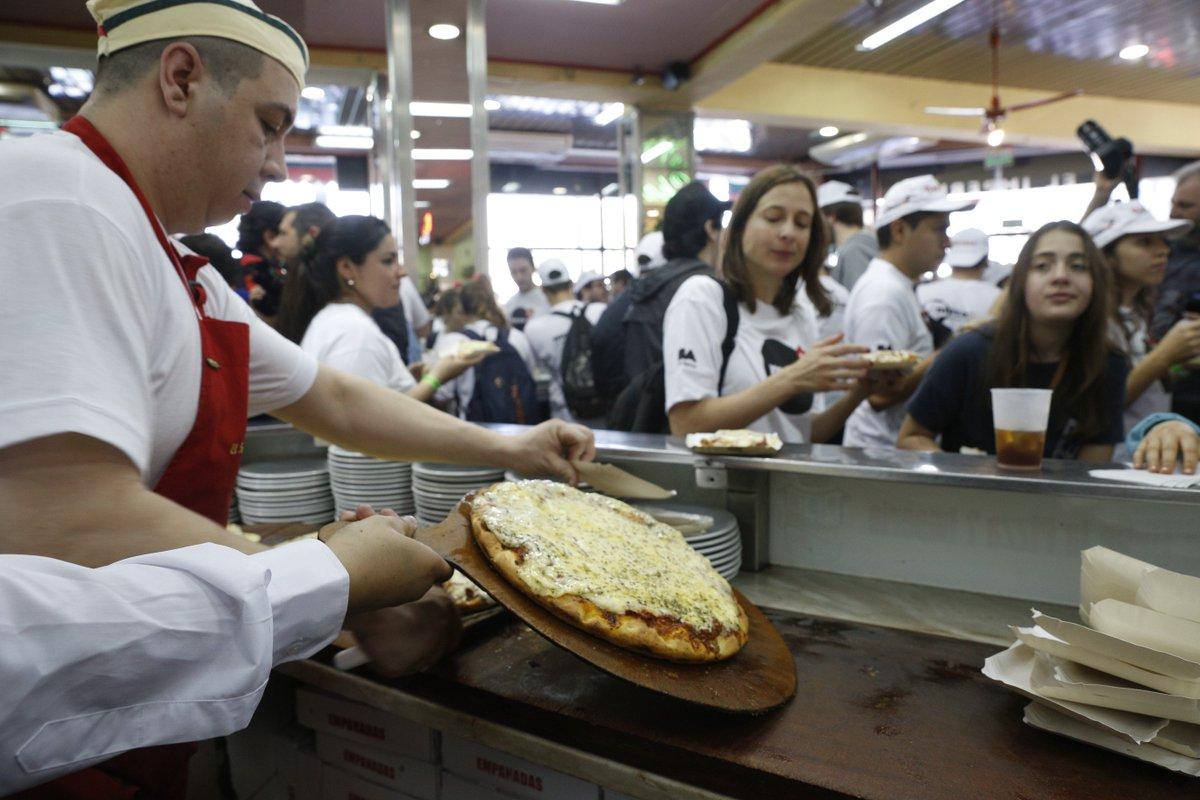 La mejor pizzeria de Buenos Aires es...