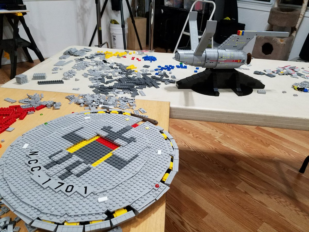 6.5 hours in of day 2. She's startin' to look like a thing of beauty Capt! @MBCollectors @StarTrek #StarTrek50 https://t.co/tZwKMqC9Ml