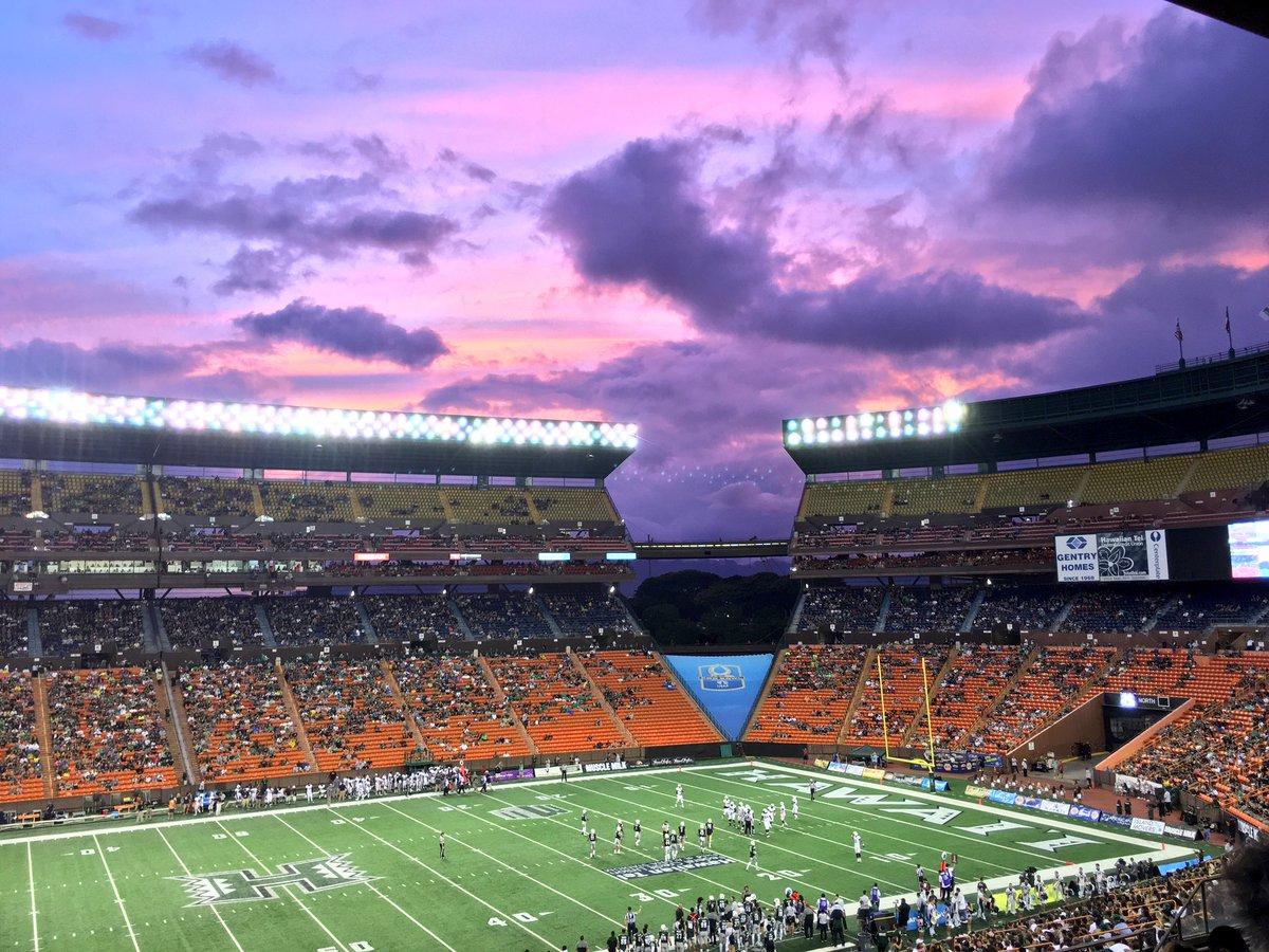 Nice #HawaiiFB sunset! https://t.co/KxvidRC0wS