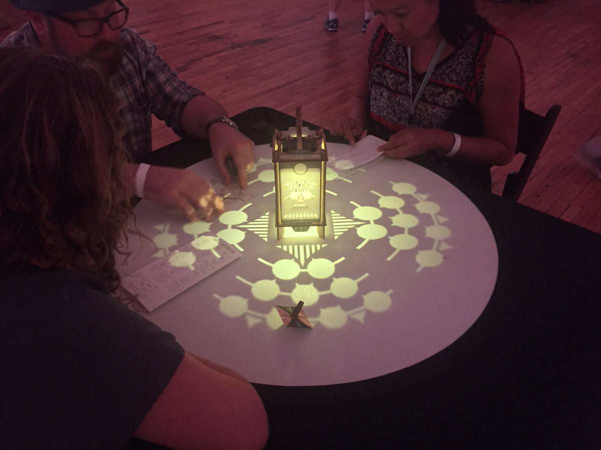 Seen at #xoxofest Tabletop: Larklamp, a game that creates its board out of projected light. Clever and gorgeous. https://t.co/VlGJ1EoWRc