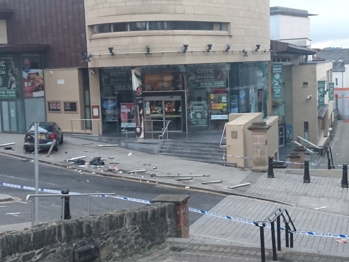 Market Hall St, Linen Hall St, New Market St & Orchard St closed after RTC. #Derry https://t.co/lavKNBozg9