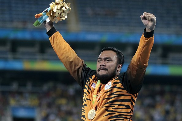 Look how Malaysias' Muhammad Ziyad celebrated #Gold in the shot put last night! CONGRATS! #Paralympics @GettyImages https://t.co/Nll0o1XyQP