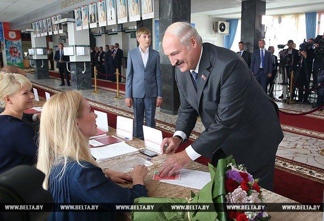 На выборах в Беларуси зафиксированы первые нарушения: вброс бюллетеней и принуждение к голосованию, - СМИ - Цензор.НЕТ 2530