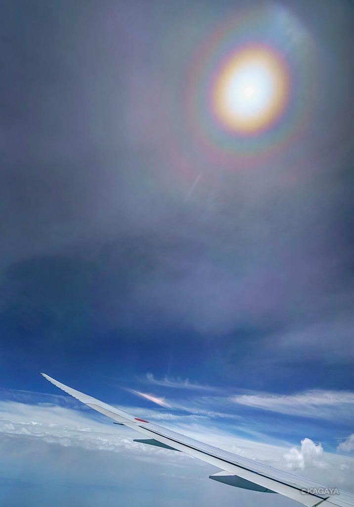 昨日、近畿地方上空で見えた光環です。(東京から広島へ向かう飛行機で撮影)今日もお疲れ様でした。明日から素敵な一週間になりますように。 pic.twitter.com/BdBOp1rYWF