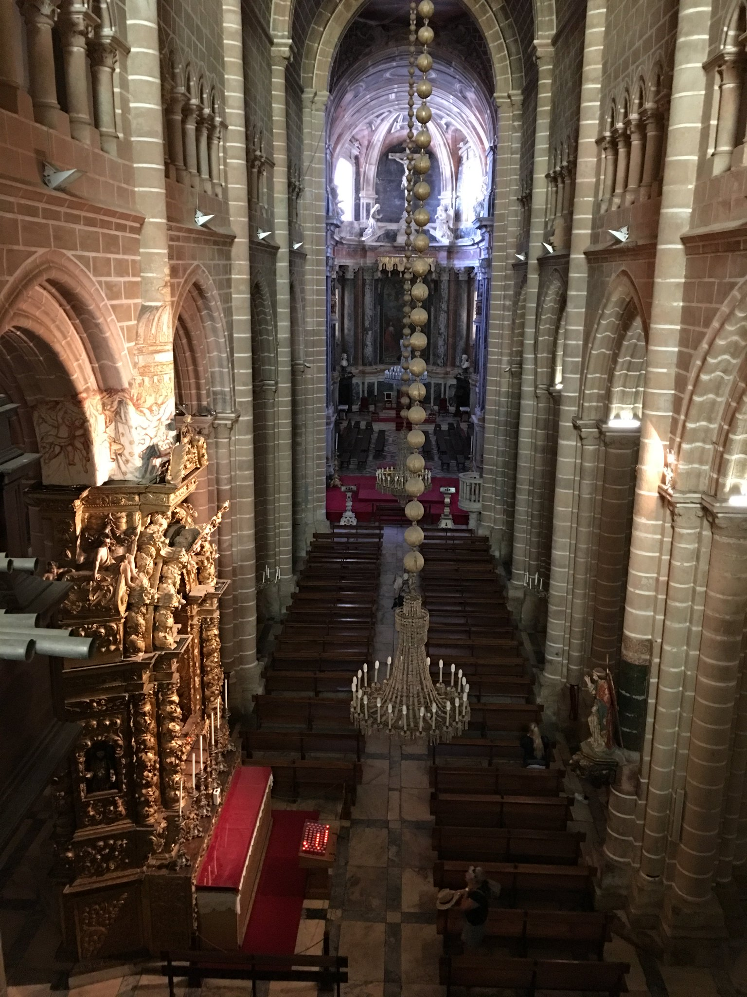 Blick in die Kirche. Ansonsten herrscht Fotoverbot #olimarreisen #meurers https://t.co/nIdTb4CaAz