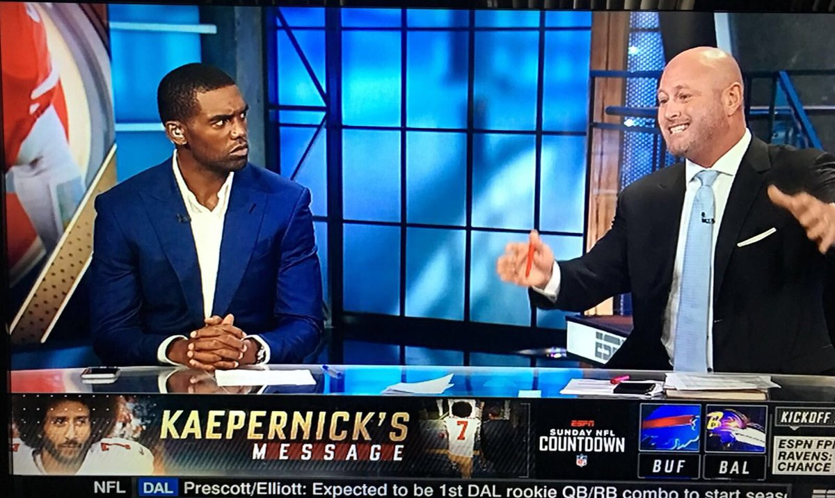 @ColemanESPN Look at how #RandyMoss is staring at #TrentDilfer and his nonsense right now!!!! https://t.co/ZqvKzSE1Ew