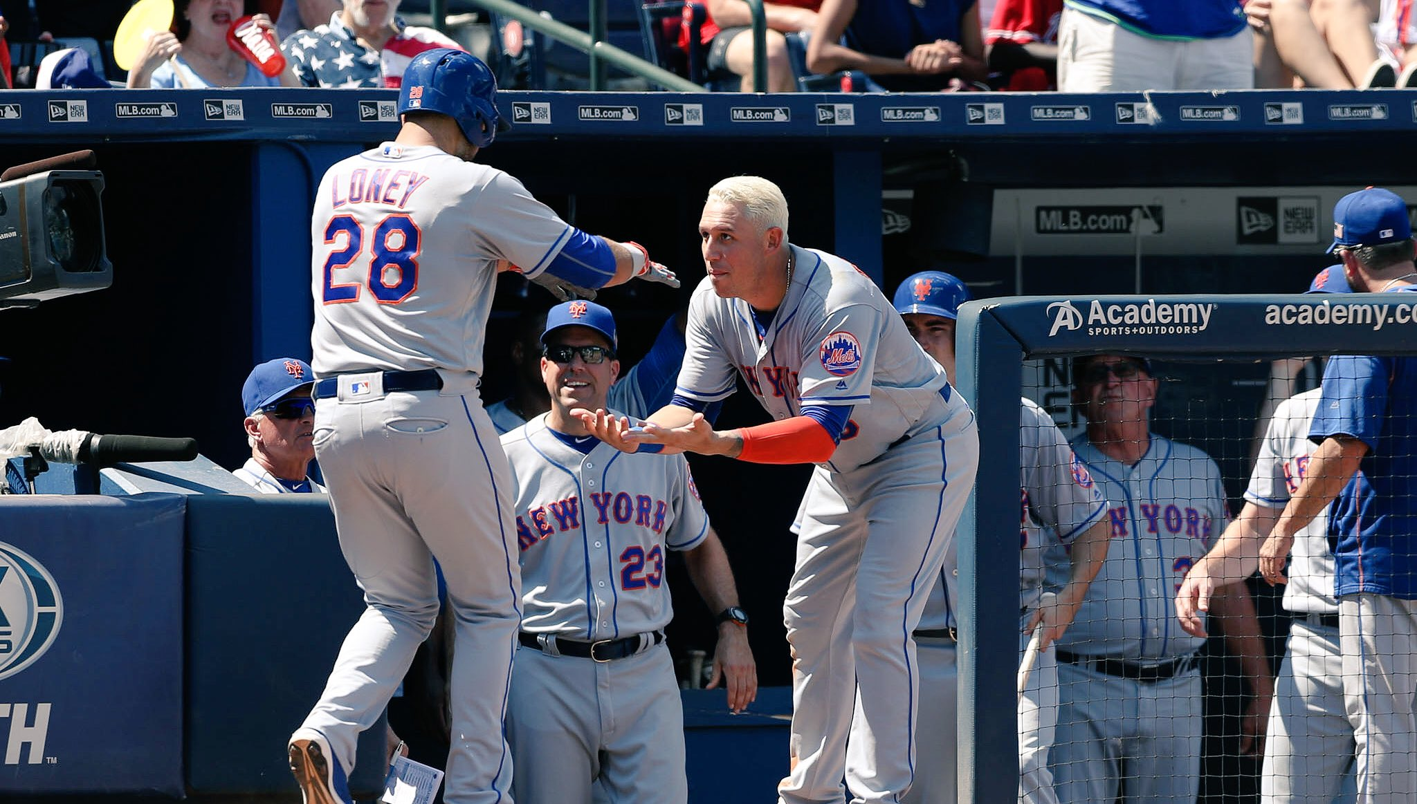 J-Lo's 7th home run of the season is making Sunday even more fun. It's 6-0 #Mets, Mid 4. https://t.co/zQwwTCxh2d