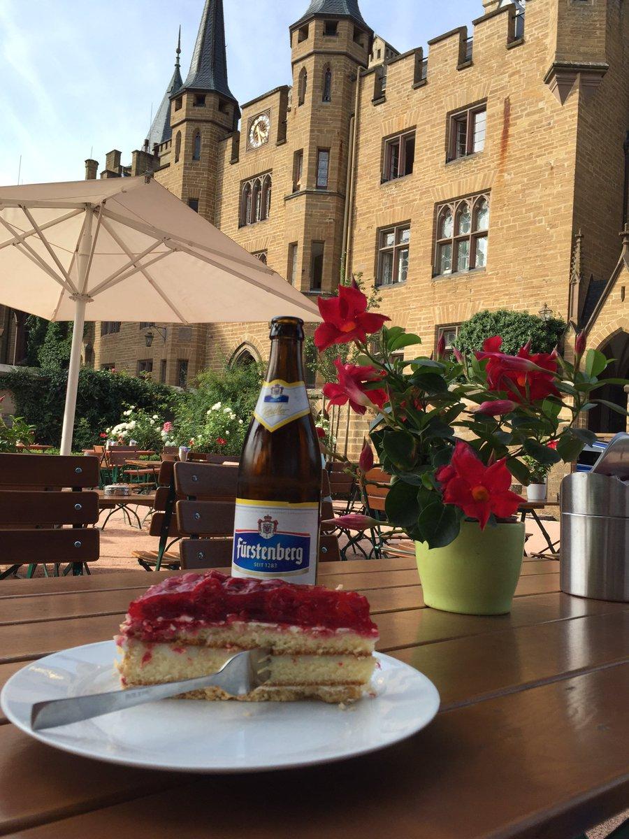 #何故ドイツではケーキにフォークを横刺しにするのか問題 ホーエンツォレルン城にて https://t.co/41cVal0pDo