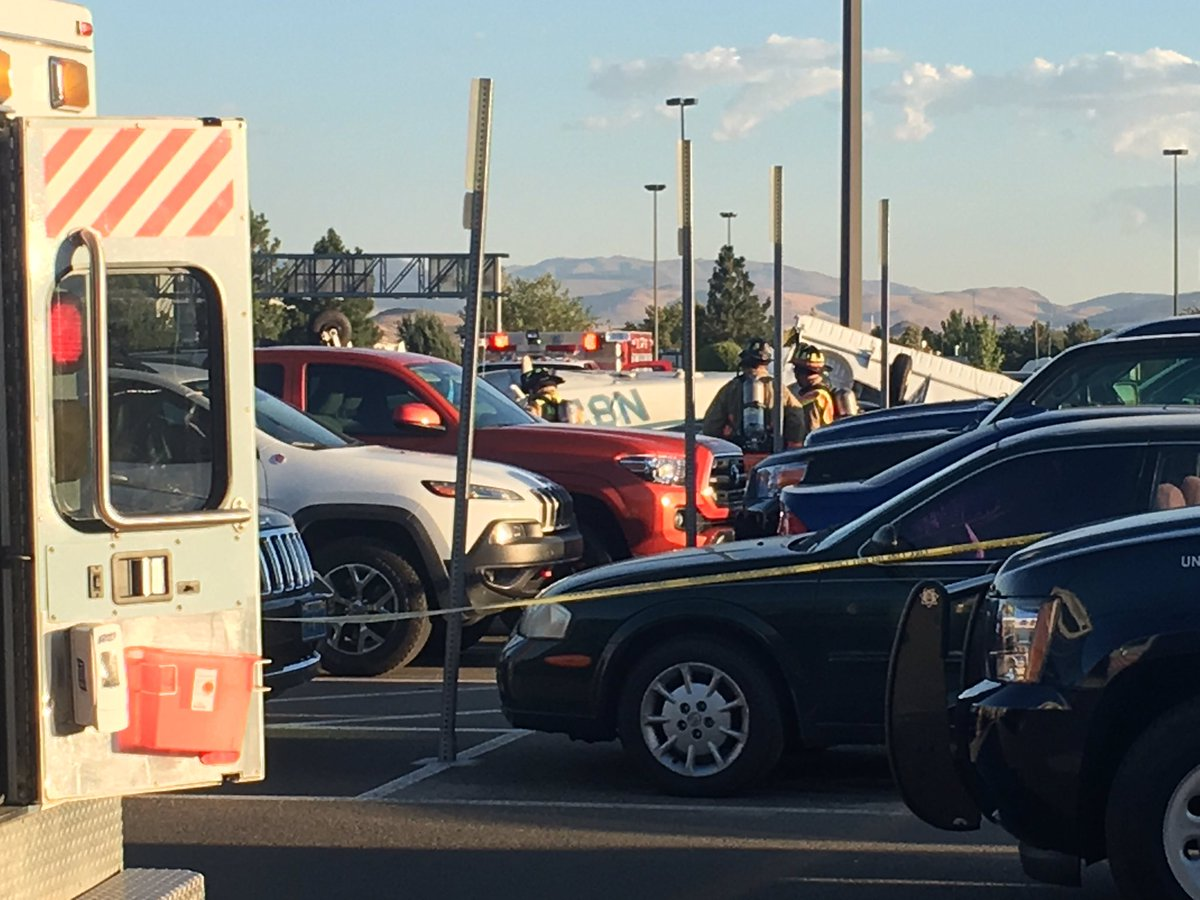 3 dead after plane crashes into Nevada airport parking lot