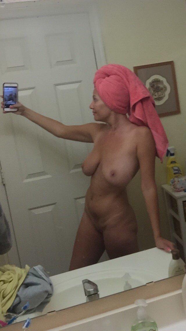 Nude Selfie 8377
