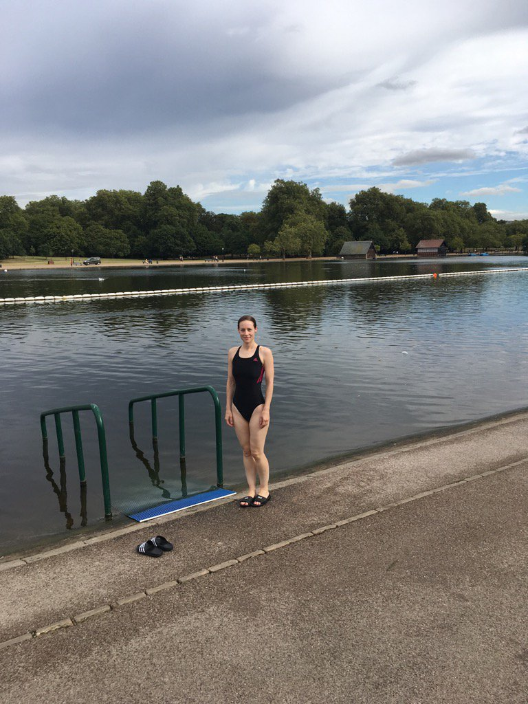 Refreshing swim with the swans after my nights @SwimSerpentine for #rcog https://t.co/YdFAlMHBep