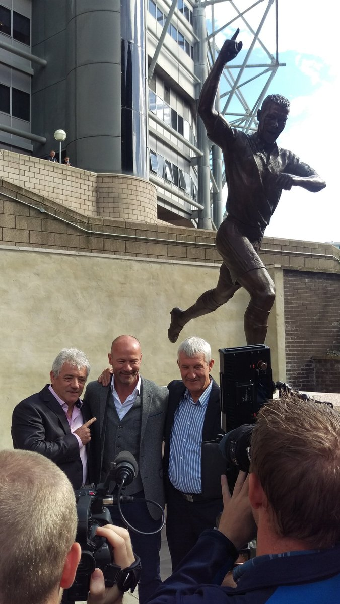 .@alanshearer statue unveiling. So much football joy in this pic! #NUFC https://t.co/xQJ0La1sUv