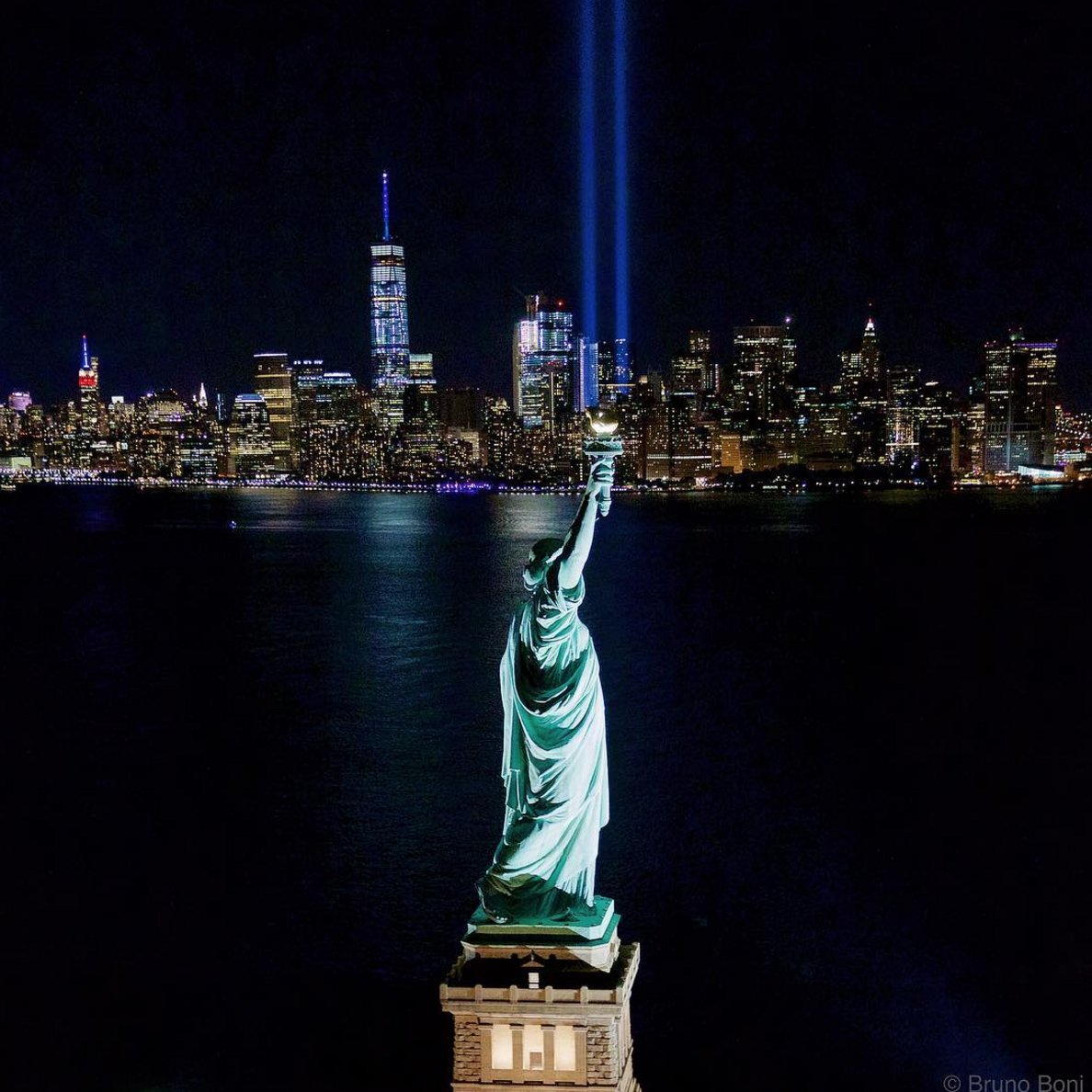 Fifteen years later, a tribute in the sky for the victims of 9/11. #TributeInLight #NeverForget   : @brunoboni<br>http://pic.twitter.com/wSeaiKADLC