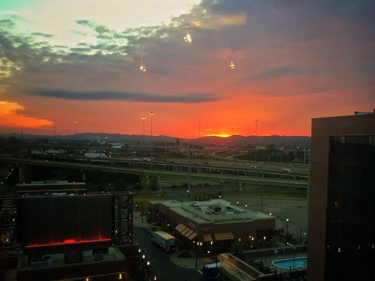 Sunrise in Birmingham. Gitting a jump on 22 meetings #WBRC https://t.co/MsruUENlrU