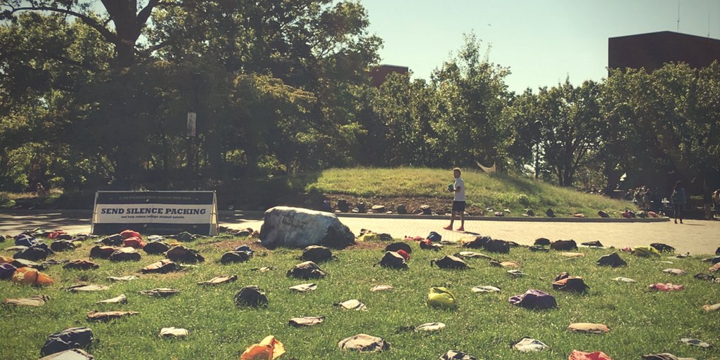Send silence packing. 1,100 backpacks represent # of college student lives lost to #suicide each year. #ICARESIUE https://t.co/E5ee5QZ3Xc