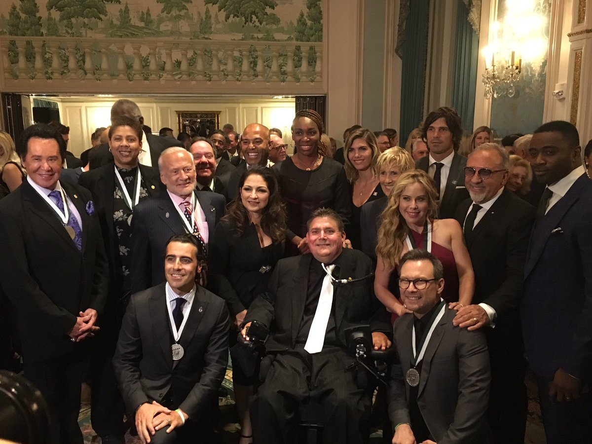 Great group photo at the #GSLD31 at the Waldorf Astoria in NYC! #BuonicontiFund https://t.co/QVovBZTVel