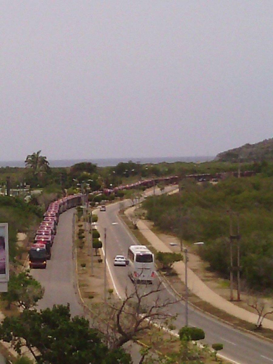 """""""@Acuario2000 :Autobuses repletos de chavistas entrando a #Margarita para apoyar Cumbre..  https://t.co/F81jH8nfmN """"/ Y prohiben ir a la AN"""