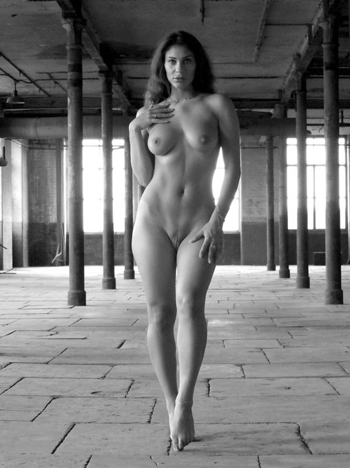 Omg. This was taken by the talented Rob on Saturday. WOW #photoshoot #artnude https://t.co/Ll47djEiv