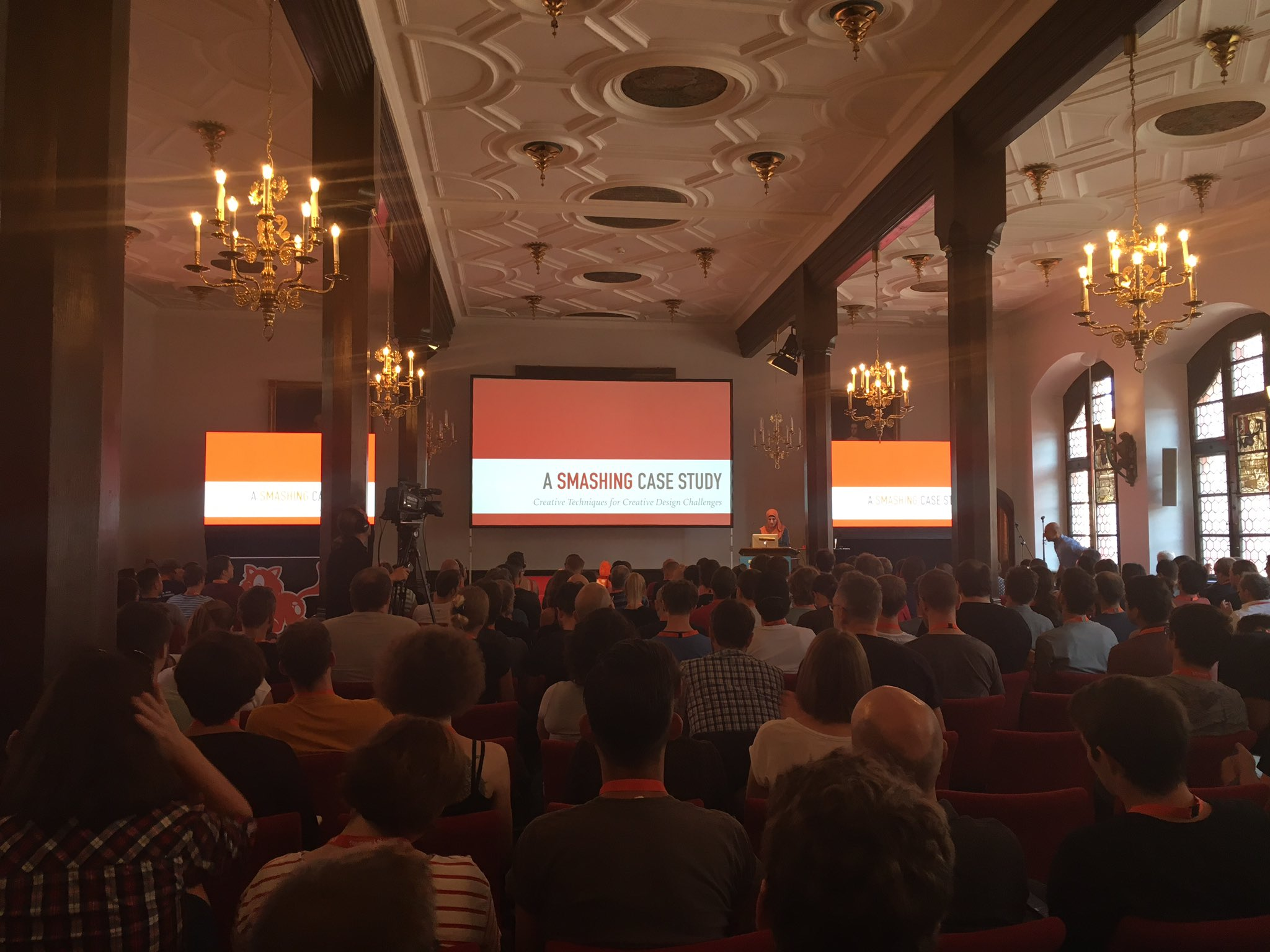 Very glad to finally see a talk from @SaraSoueidan - about @smashingmag redesign #smashingconf https://t.co/Oi2mpxTuN1