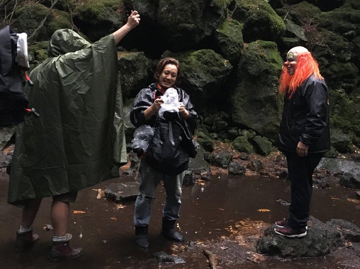 スリップノットのクラウンさんを青木ヶ原樹海に案内する、という、夢のような、悪夢のような、エクストリームな使命を果たしました〜!  緊張したけど、楽しかったです!>> @RR_Japan @savage_headbang https://t.co/Uw6WBB5Jbe