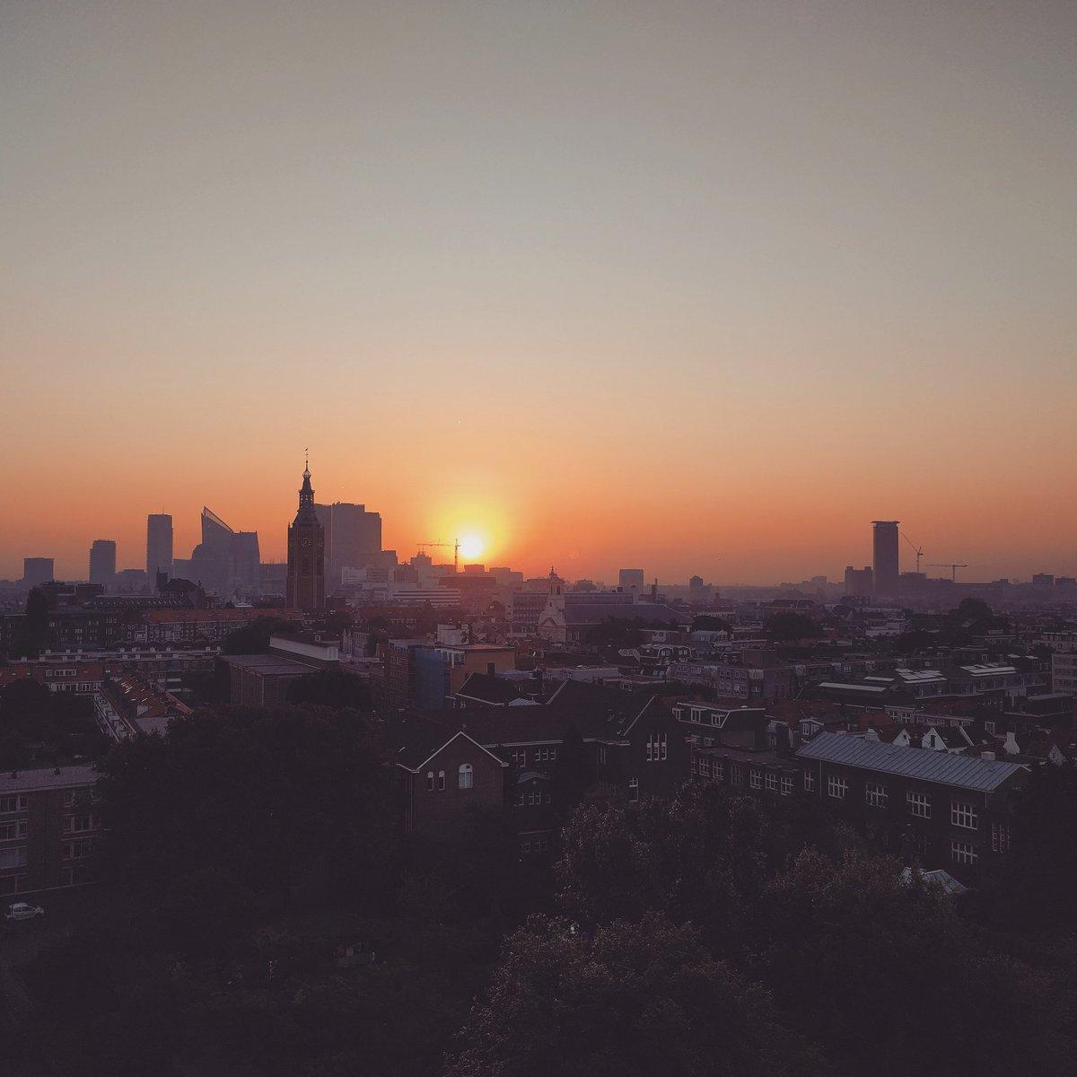 ¡buenos días The Hague #sunrise #city #TheHague #DenHaag #skyline #morning #Holland #phonephotography #photography https://t.co/L0rrt4FdSQ
