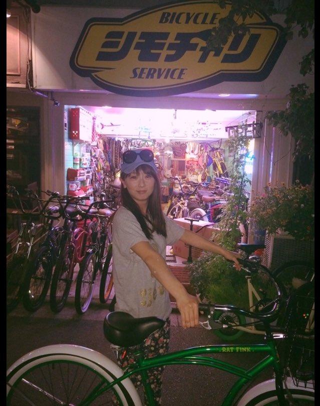 ちょっと! さやかの自転車盗んだの誰!? 大事にしてたのに( ´•̥ו̥` ) 返してください!!!  #世田谷区 #2年前 #誕生日プレゼントで買った #大切な自転車です #ビーチクルーザー#白×緑  #見つけたらご一報ください https://t.co/tbOn3Zboct