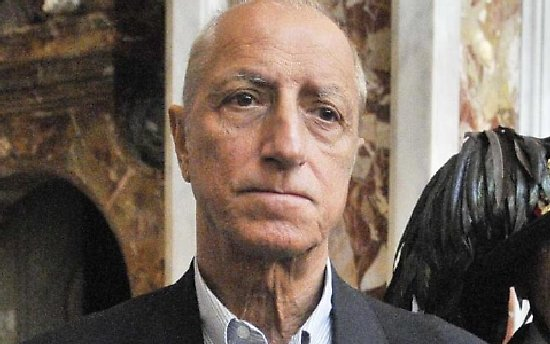 Colf romena raggira Pippo Franco: voleva far assumere suoi connazionali