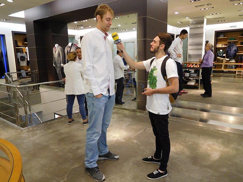 📸 El capitán del CAI Zaragoza ha atendido a @RadioZaragoza durante la visita a @Alejandro_Moda