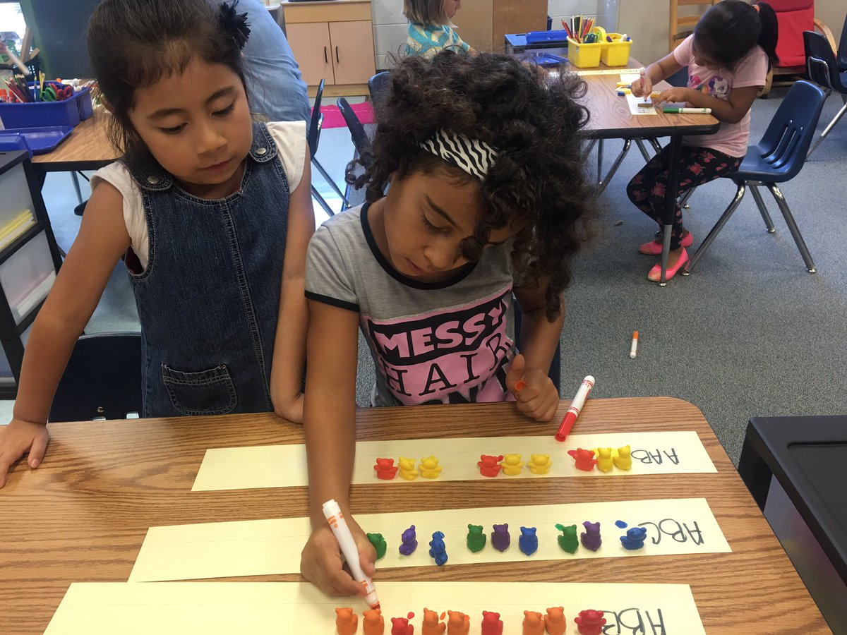 Making patterns in 1st grade. <a target='_blank' href='https://t.co/LzXyHNFgzF'>https://t.co/LzXyHNFgzF</a>