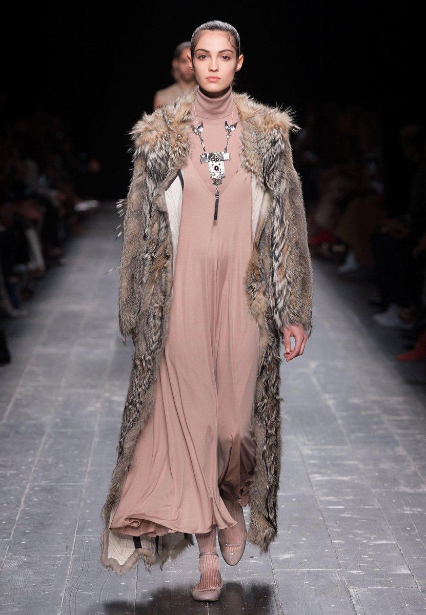 Abendkleider 4 You On Twitter Valentino Ballkleider Und Abendkleider Im Orientalischen Stil Https T Co Kfvosxsmci