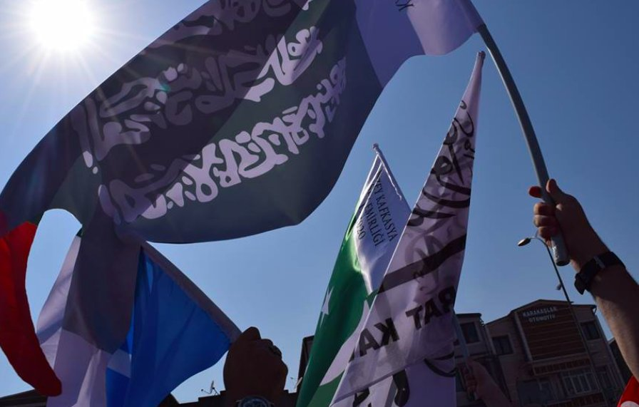 7) Imkan-Der aligned Islamist groups from #Russia showed up with their own flags in pro-Erdogan rallies in Turkey https://t.co/VVpVSVVTqw