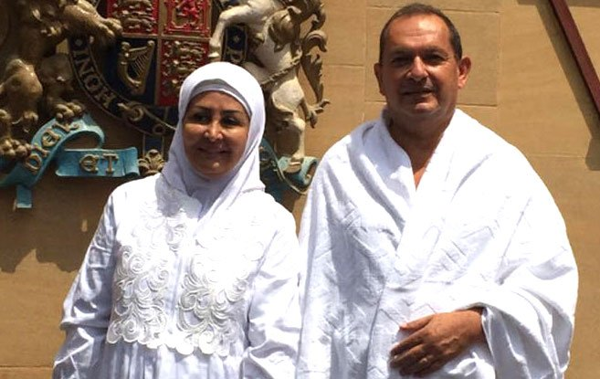 British Ambassador to Saudi Arabia, Simon Collis, converted to Islam & performed Hajj with his wife this year!! https://t.co/KSyEsjqZPm