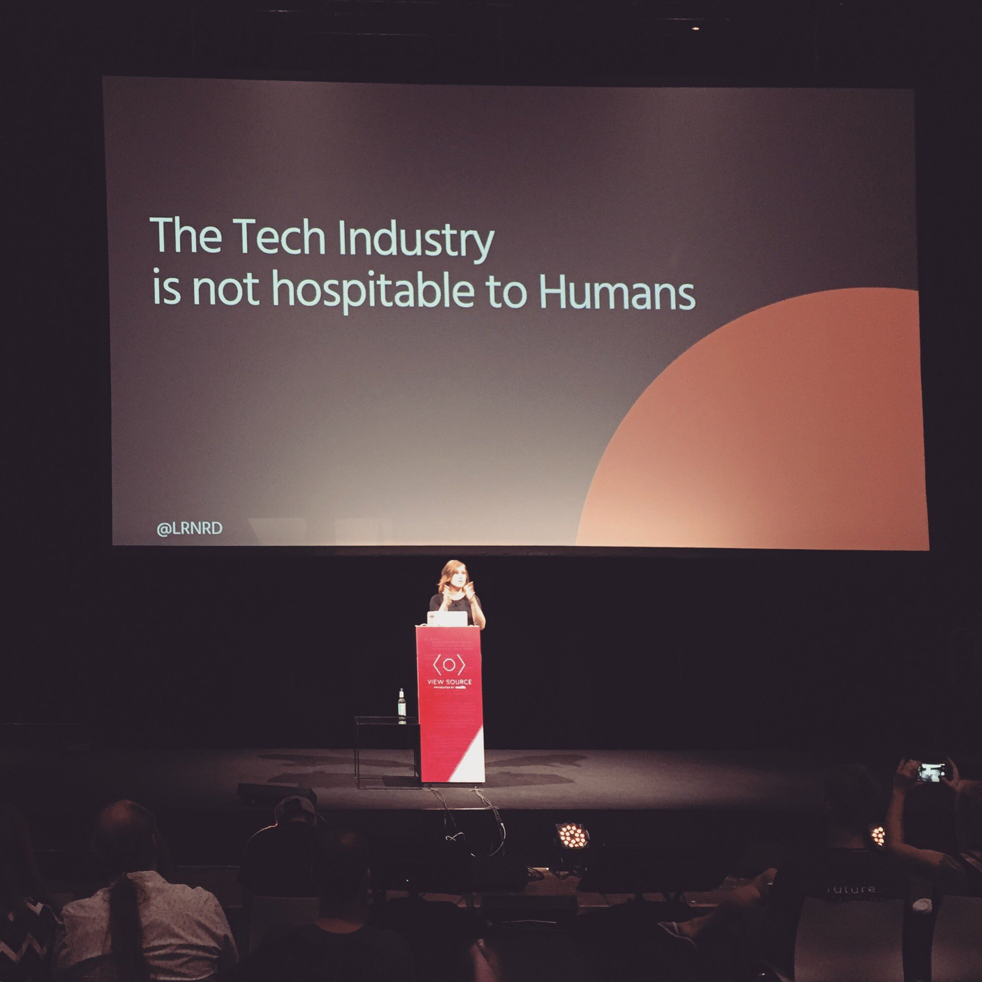 »The tech industry fosters a hero culture. We need systemic changes and we need them now.« @lrnrd at #viewsource https://t.co/yn42OVnPue