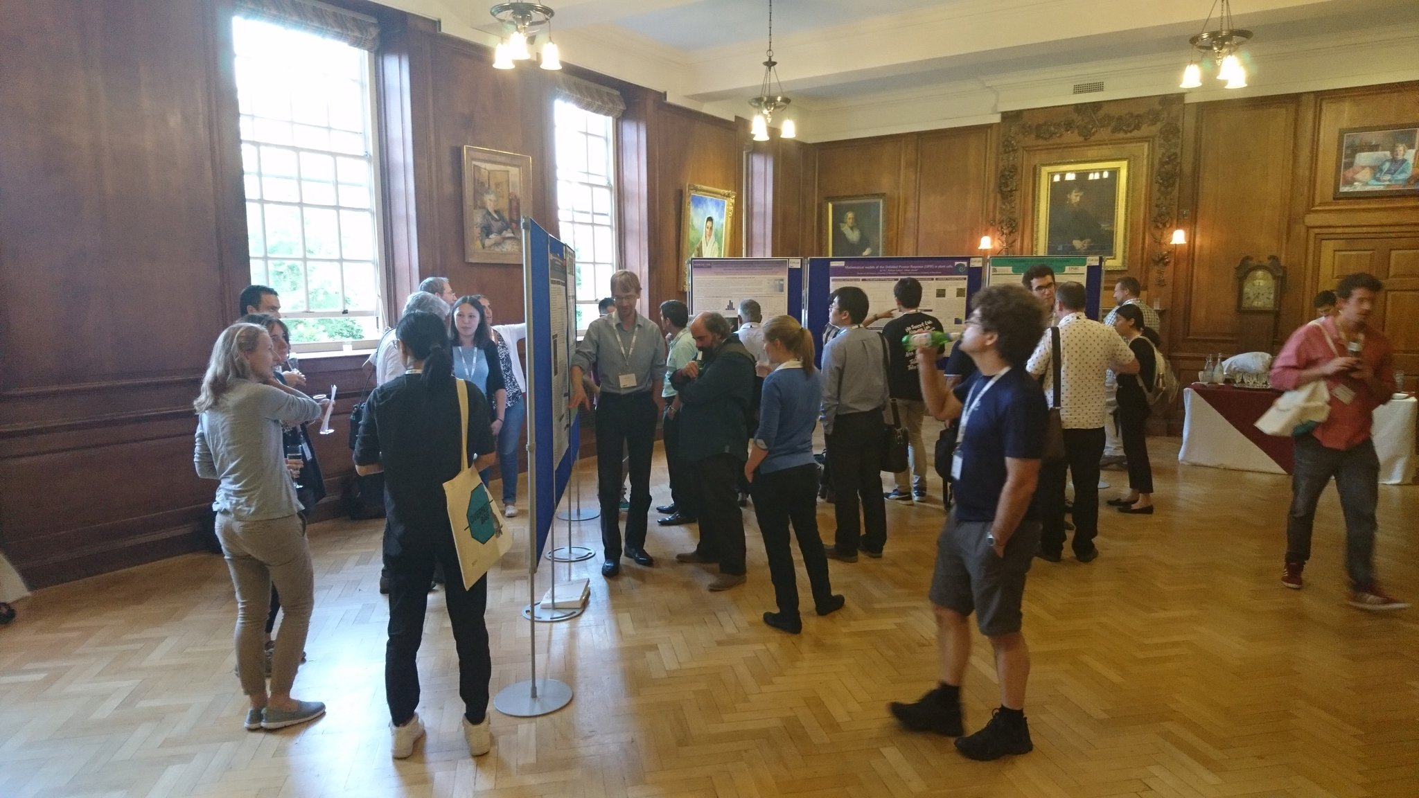 #sebmsc16 Poster and drinks reception at #lmhoxford. Let day 2 commence! https://t.co/qt3WKuq8yY