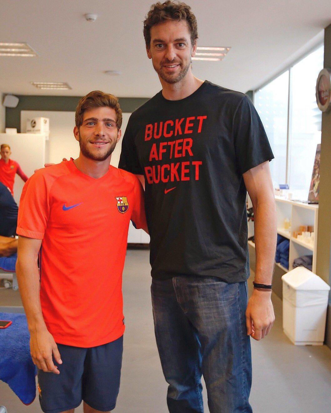 ¿Cuánto mide Sergi Roberto? - Altura - Real height CsU4JxdWAAAC_HN?format=jpg&name=large