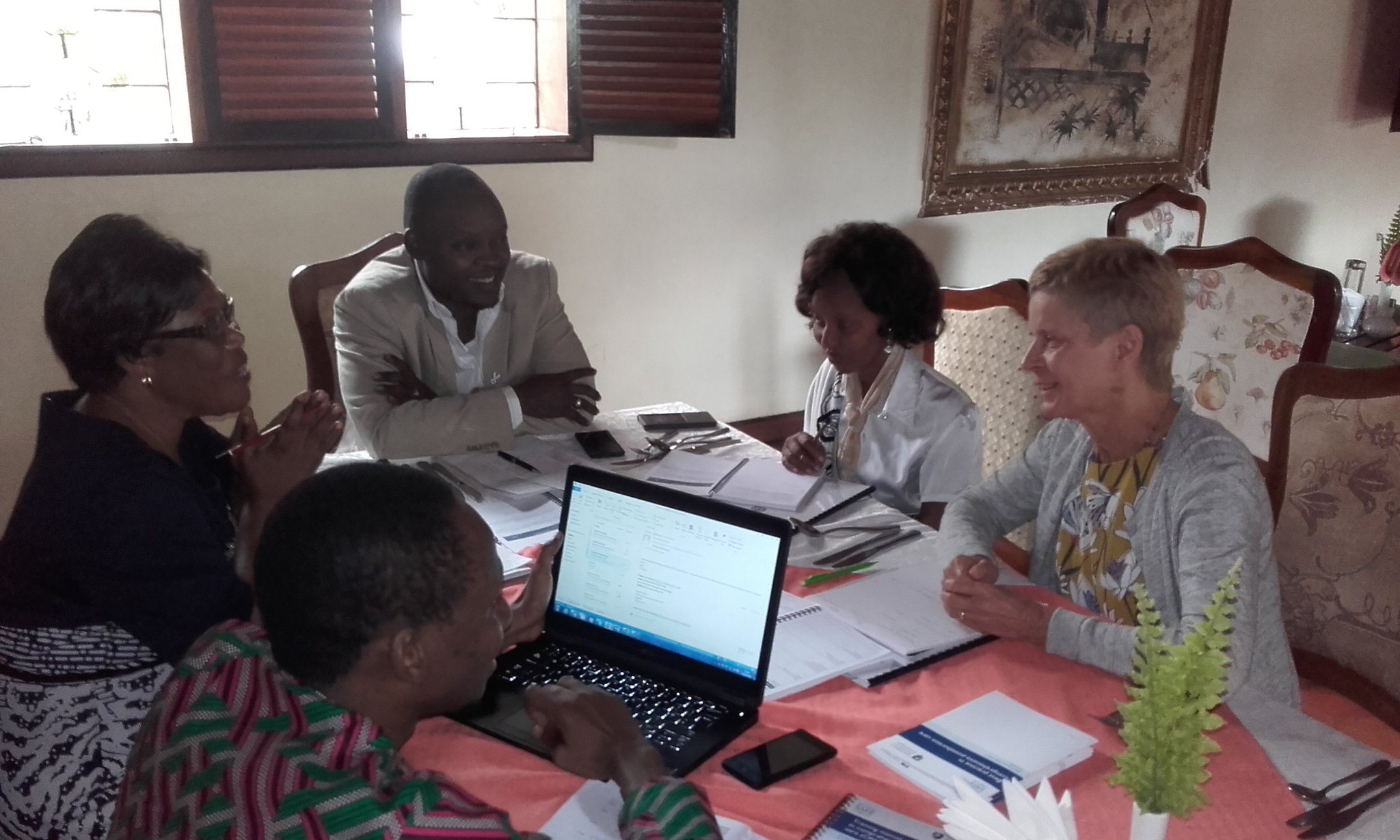 Meeting @RCObsGyn #LeadingSafeChoices and Tanzania Ministry of Health to discuss in-service mentoring for trainees. https://t.co/Y2oLhErYgI