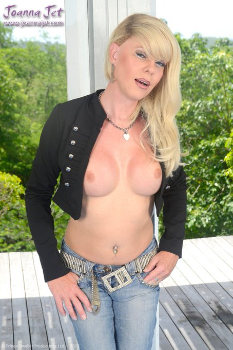 1 pic. #picoftheday x3 from https://t.co/B0lowVmaVt - Jacket & Jeans xxx #NSFW #jacket #jeans #nobra