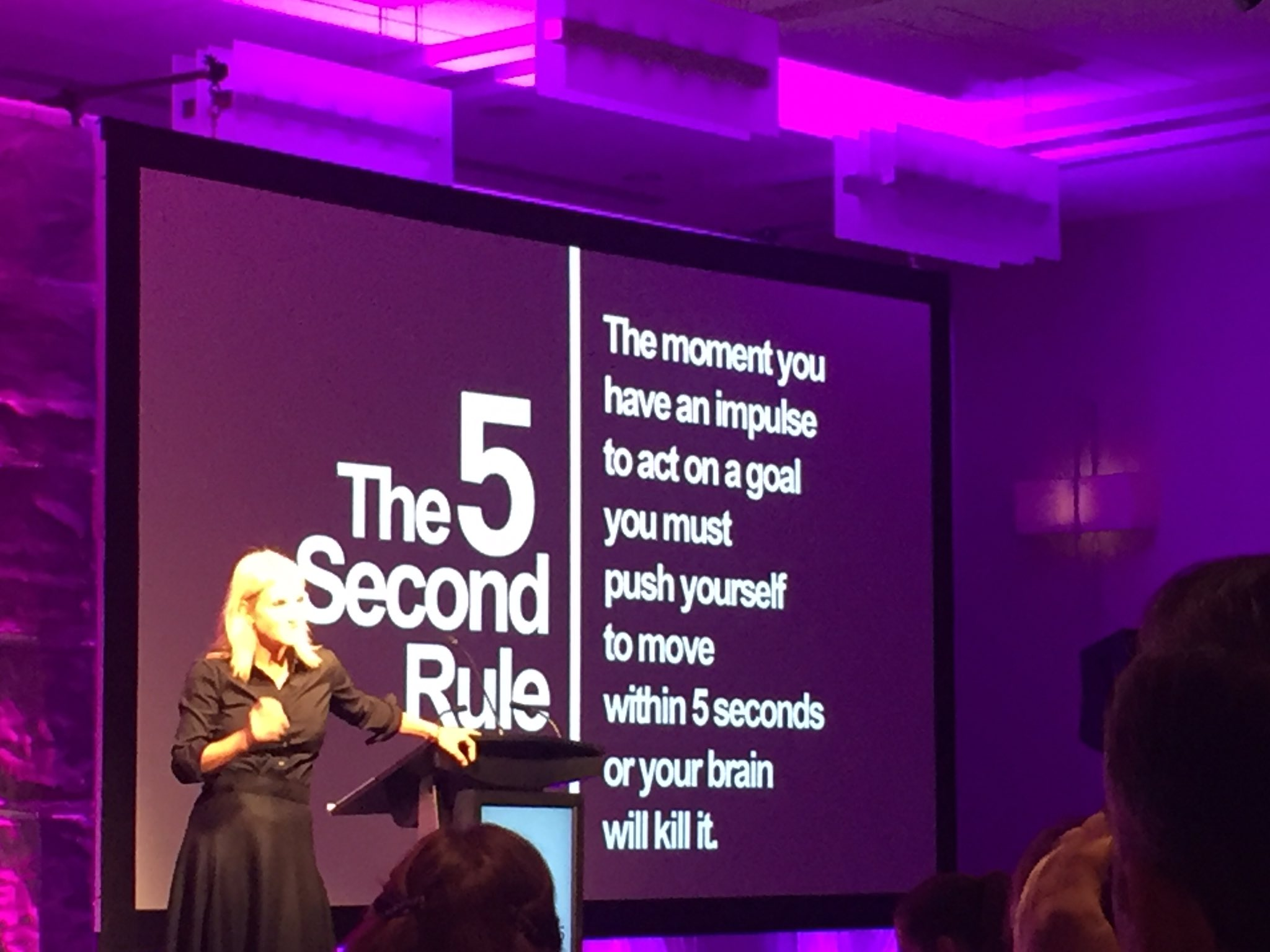 Knowing what to do means you're smart, doing it takes courage #5secondrule give yourself a push @melrobbins #AACE16 https://t.co/jAqz7J7ELw