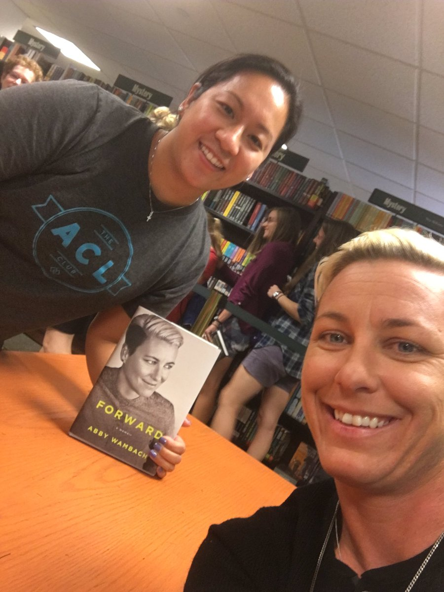 When your two worlds collide...gotta say this brought a big smile to my face @ACLclub + @AbbyWambach