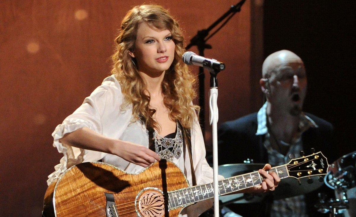 Taylor Swift Polls On Twitter This Or That Vote Below Swiftiesboxlfs Taylorswift Swifties Crazier Grammys