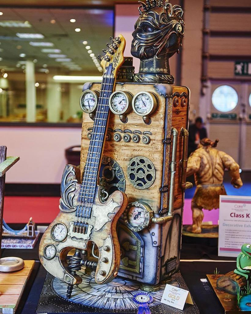 #Steampunk Awesome of the Day: #Guitar+Amplifier #Cake by @thecakeshows' Winner Kerry Rowe v @thecakeshows #SamaCake
