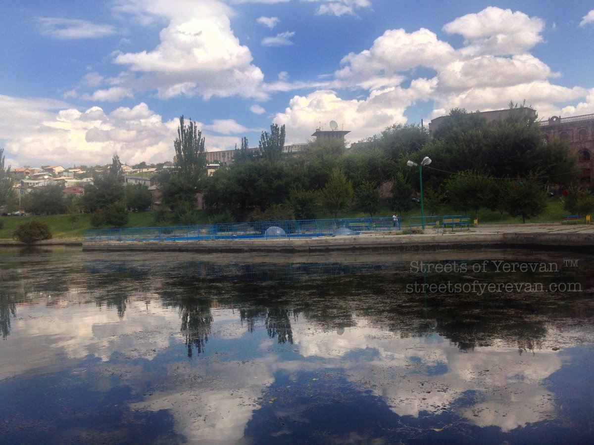 Reflection of #sky captured in the area of #Yeraz Park in #Yerevan. #streetsofYerevanpic.twitter.com/UUMIyO29Vf