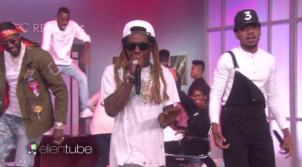 .@ChanceTheRapper Brings out @LilTunechi and @2Chainz on @TheEllenShow #Epic #FreeWeezy https://t.co/s4r4BXgwqG https://t.co/12OJQIIWIu