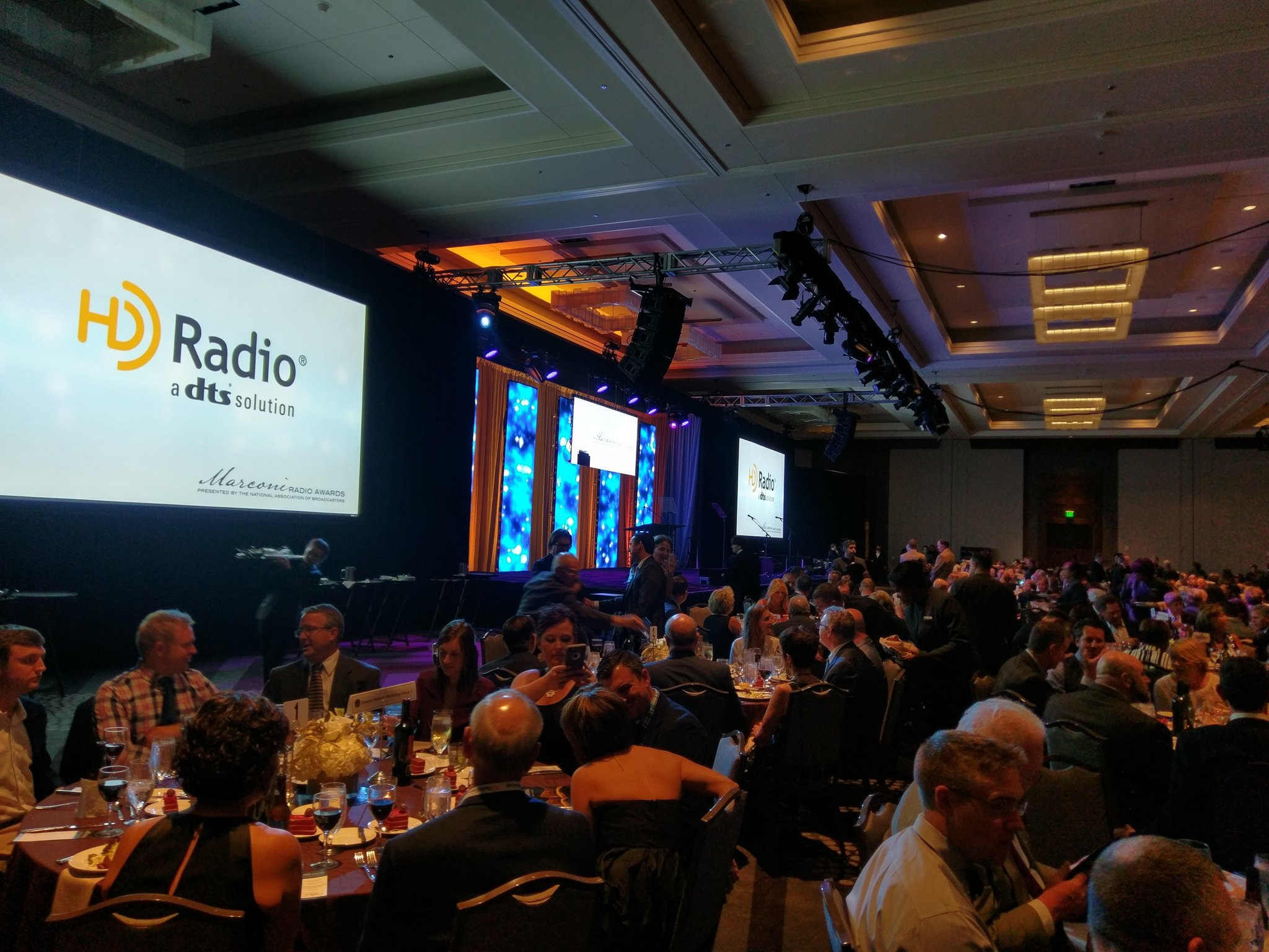 It's a packed house for the NAB Marconi Radio Awards Dinner & Show at #RadioShow2016! https://t.co/5bpUYlpVwf