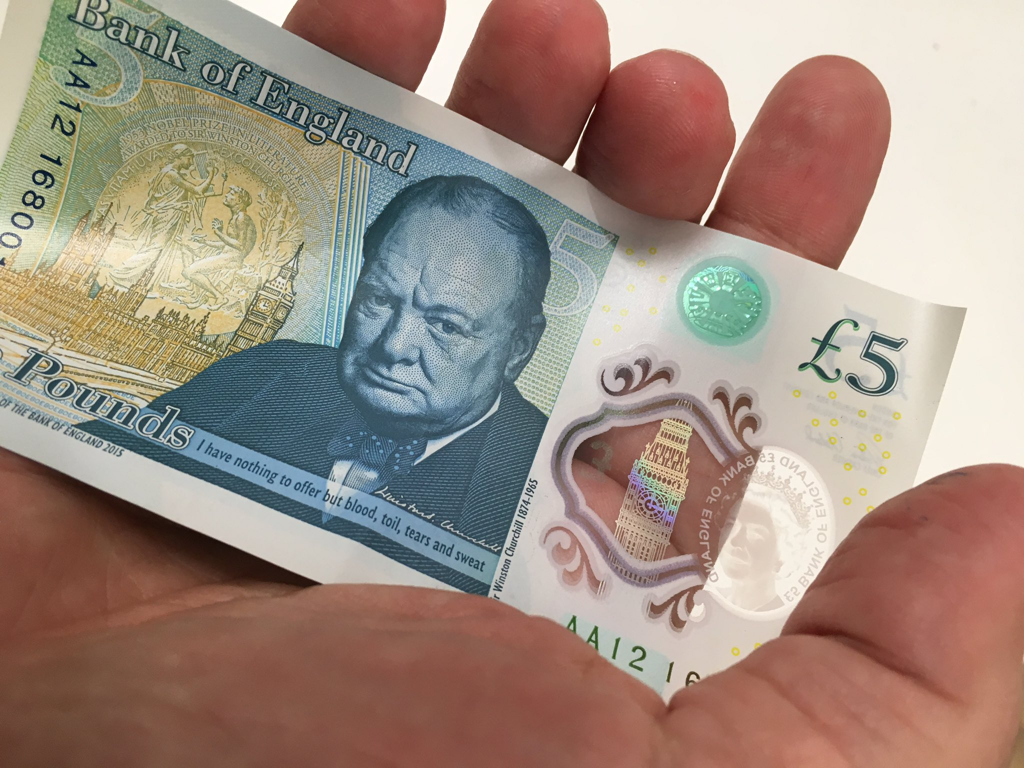 Got me one of those new plastic fivers. If you want it, it's yours for a tenner. https://t.co/nyVPoOLuL3