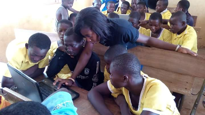 #NVDay16: Caring Volunteers Network-CAVNET offered free ICT training & mentoring to 100+ Piisi Primary School kids. https://t.co/X87pyKBAuI
