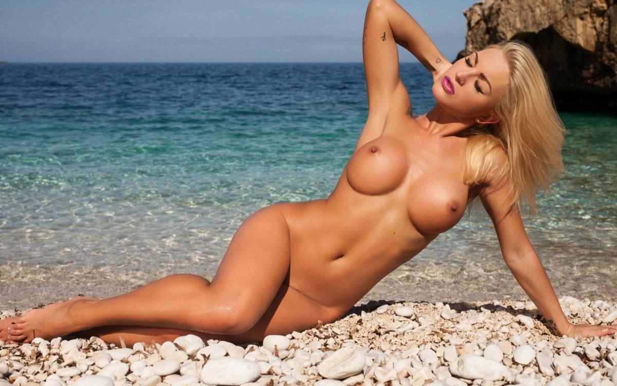 big naturale tits girl woman