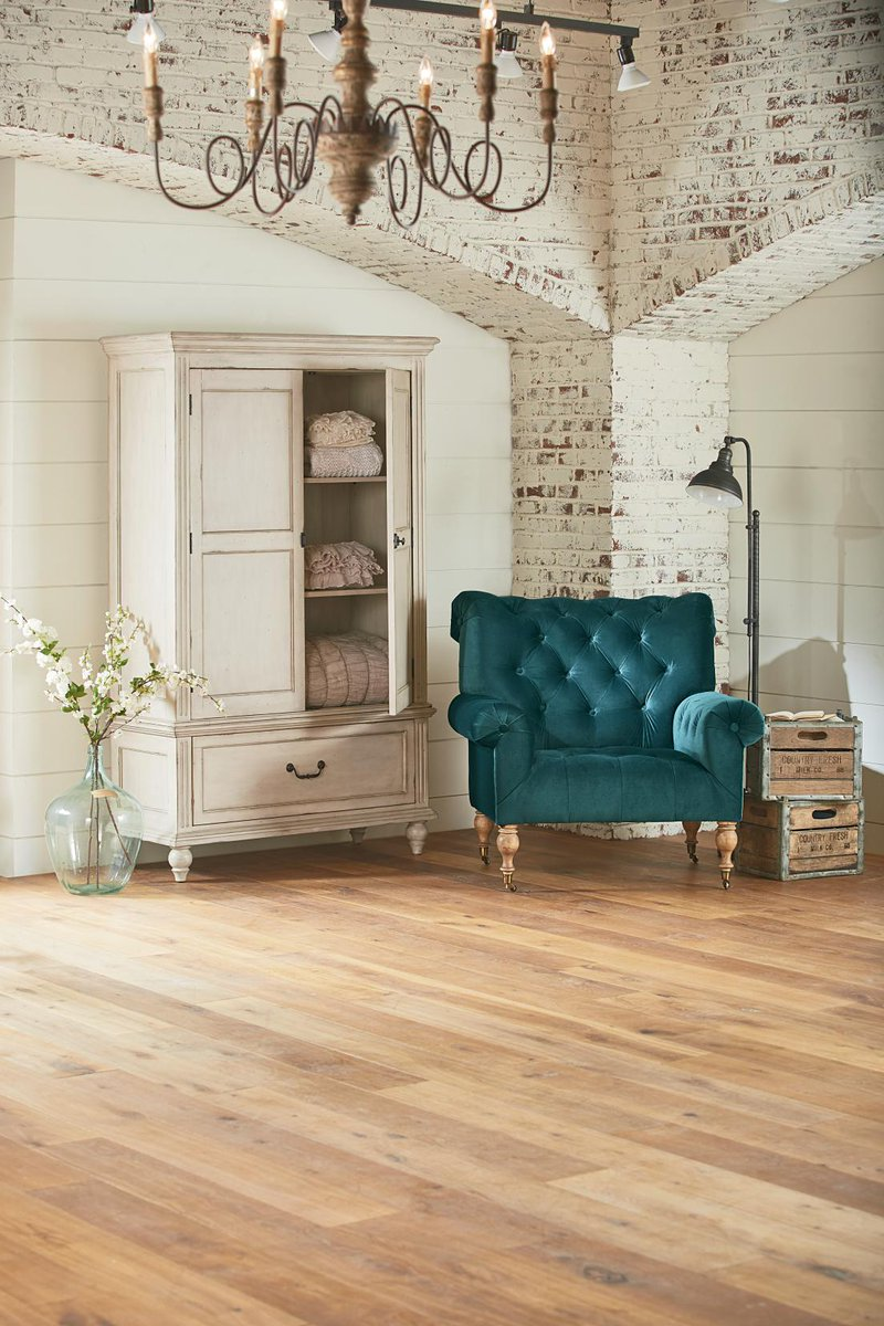 value city furniture on twitter aren 39 t in the market for new furniture but you 39 re in love with. Black Bedroom Furniture Sets. Home Design Ideas