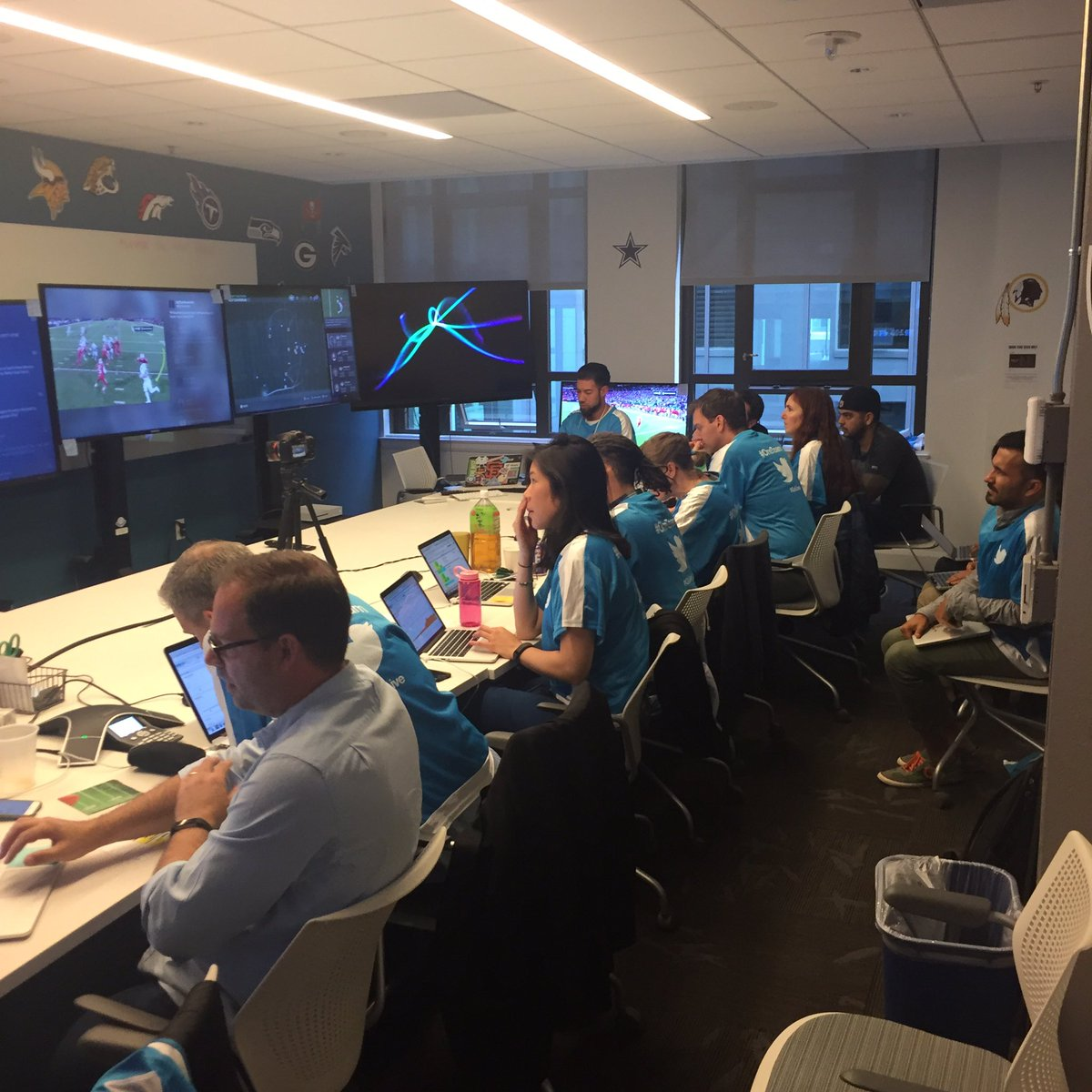 Our bunker room @twitter we have unbelievable team❗️#golive #TNF #OneTeam https://t.co/0W1PgXcfrH