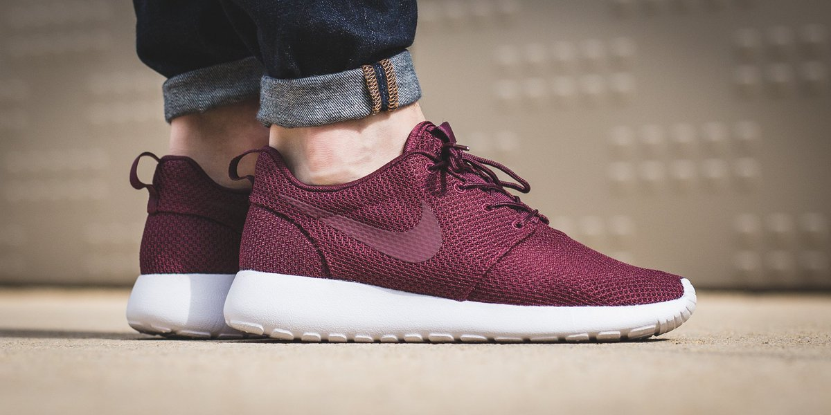 93361af365a1 ... nike roshe one night maroonnight maroon white shop here  httpst.coexs6f3sbi9 httpst.